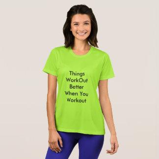 Camiseta O t-shirt para ocasional e os esportes vestem-se