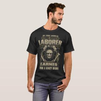 Camiseta O trabalhador do título não ganhado do grau