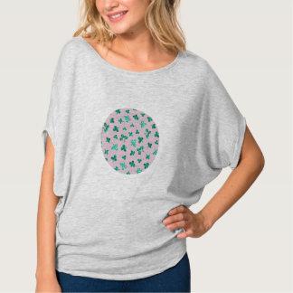 Camiseta O trevo sae da parte superior do círculo das