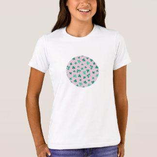 Camiseta O trevo sae do t-shirt do grupo das meninas