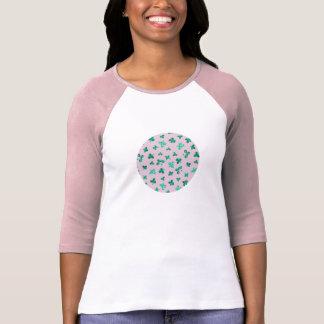 Camiseta O trevo sae do t-shirt do Raglan das mulheres