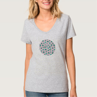 Camiseta O trevo sae do t-shirt do V-Pescoço das mulheres