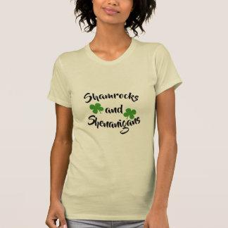 Camiseta O tshirt das mulheres do trevo
