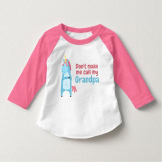 Camiseta O unicórnio cor-de-rosa e azul Sassy está