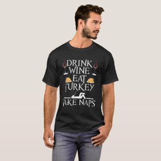 Camiseta O vinho da bebida come Turquia toma a sestas a