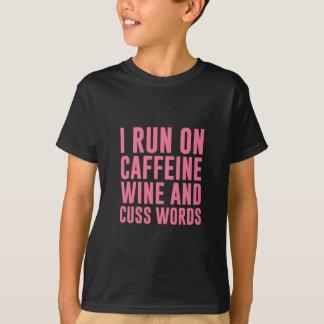 Camiseta O vinho da cafeína & Cuss palavras