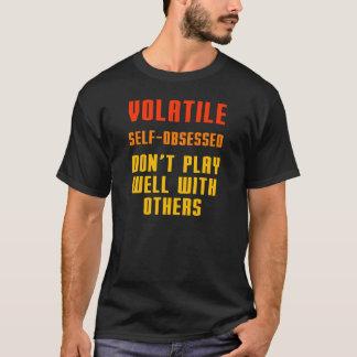 Camiseta O volátil Auto-obcecado não joga bem com outro