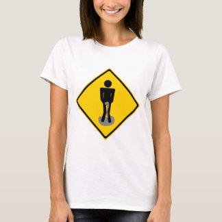 Camiseta O xixi arfa o sinal de estrada