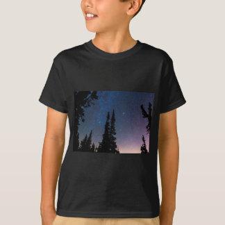 Camiseta Obtenção perdido em um céu nocturno