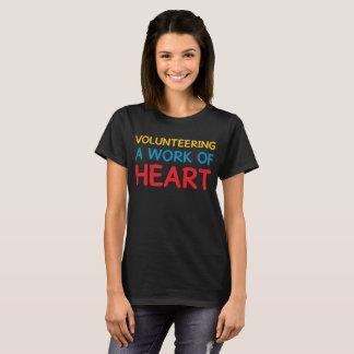 Camiseta Oferecendo um trabalho do voluntarismo de ajuda do