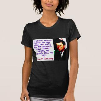 Camiseta Olhares inteiros de um mundo - John Kennedy