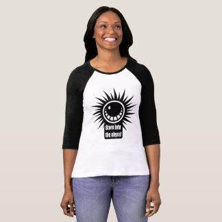 Camiseta Olhe fixamente no abismo! Versão preto e branco