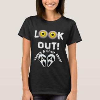 Camiseta Olhe para fora lá é um fantasma sobre os olhos