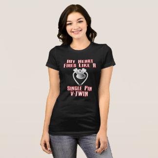 Camiseta Os batimentos cardíacos gostam da senhora V-Gêmea