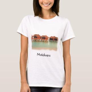 Camiseta Os bungalows da praia da ilha de Maldives do