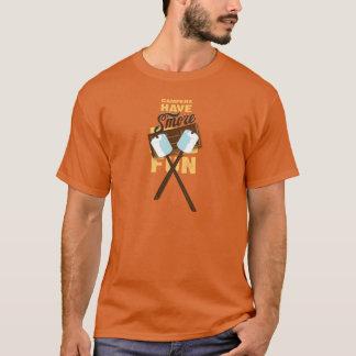 Camiseta Os campistas têm a festança da fogueira do