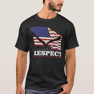 Camiseta Os EUA embandeiram com Eagle sobre o branco