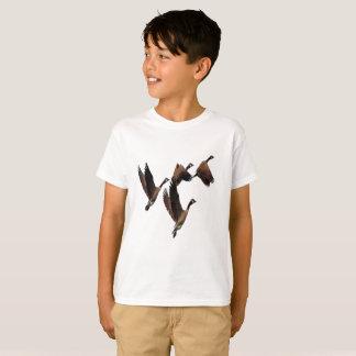 Camiseta Os gansos canadenses que voam em um rebanho caçoam
