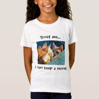 """Camiseta Os gatinhos bonitos do gato malhado """"confiam-me"""""""