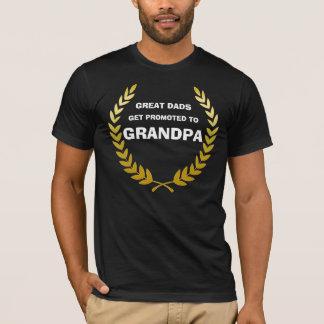 Camiseta Os grandes pais obtêm promovidos ao vovô! Louro
