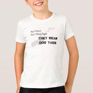 Camiseta Os heróis reais não vestem cabos que vestem o dog