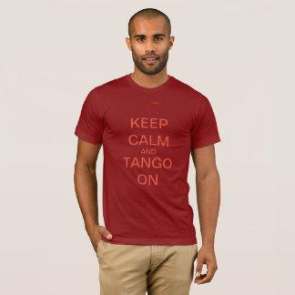 Camiseta Os homens/obscuridade unisex mantêm a calma e o
