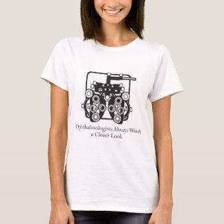 Camiseta Os oftalmologista tomam um olhar mais atento