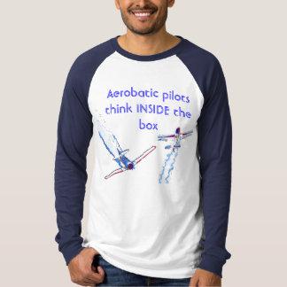 Camiseta Os pilotos Aerobatic pensam dentro da caixa