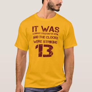 """Camiseta """"Os pulsos de disparo golpeavam 13"""" George Orwell"""