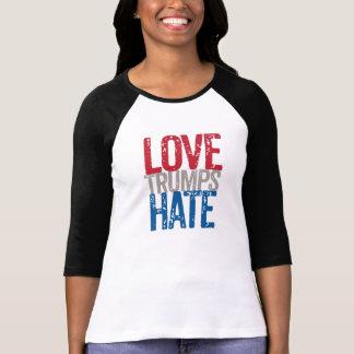 Camiseta Os trunfos do amor deiam a luva longa