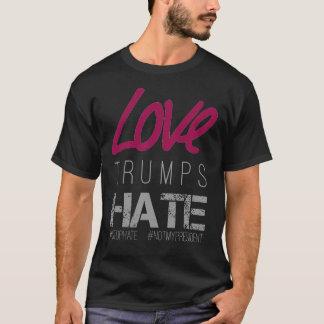 Camiseta Os trunfos #NotMyPresident do amor deiam direitos