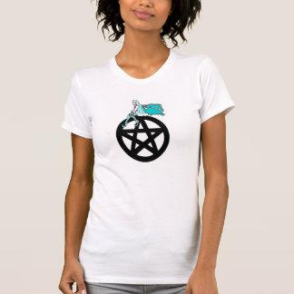 Camiseta País das fadas que senta-se em um Pentacle