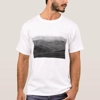 Camiseta Paisagem de Toscânia do inverno com campos arados