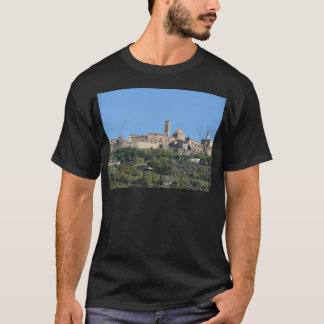 Camiseta Panorama da vila de Volterra. Toscânia, Italia
