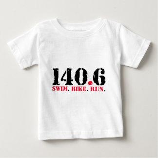 Camiseta Para Bebê 140,6 Funcionamento da bicicleta da natação