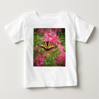 Camiseta Para Bebê A borboleta de Swallowtail senta-se em azáleas