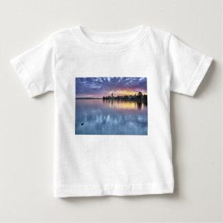 Camiseta Para Bebê a cidade do Natal de Constance do lago ilumina a