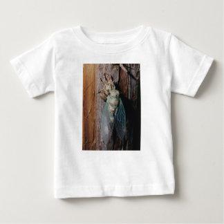 Camiseta Para Bebê A cigarra seca suas asas