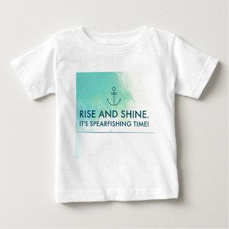 Camiseta Para Bebê A elevação e brilha-o é tempo de Spearfishing
