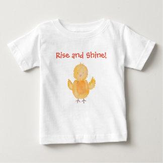 Camiseta Para Bebê A galinha do pintinho do bebê da elevação e do