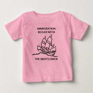 Camiseta Para Bebê A imigração começou com o Mayflower