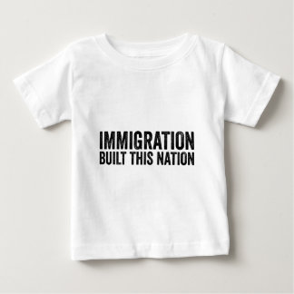 Camiseta Para Bebê A IMIGRAÇÃO CONSTRUIU ESTA NAÇÃO resiste o anti