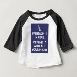 Camiseta Para Bebê A liberdade está no perigo defende-o com todo seu