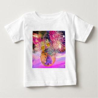 Camiseta Para Bebê A noite brilha com fogos-de-artifício