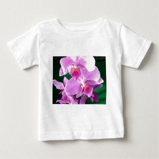 Camiseta Para Bebê A orquídea floresce close up no rosa