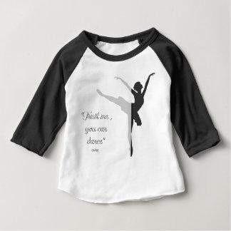 Camiseta Para Bebê A silhueta preta do balé confia que mim que você