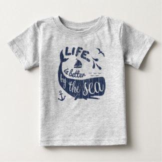 Camiseta Para Bebê A vida é melhor pela parte superior náutica do mar