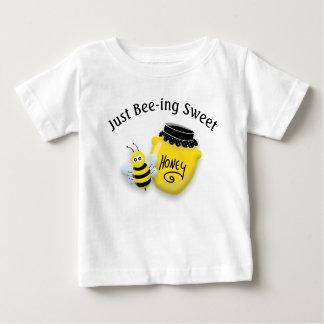 Camiseta Para Bebê Abelha bonito e pote do mel que é doce