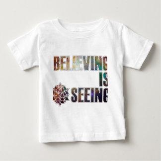 Camiseta Para Bebê Acreditar está considerando