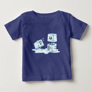 Camiseta Para Bebê água gelada do cubo dos cubos de gelo que desliza